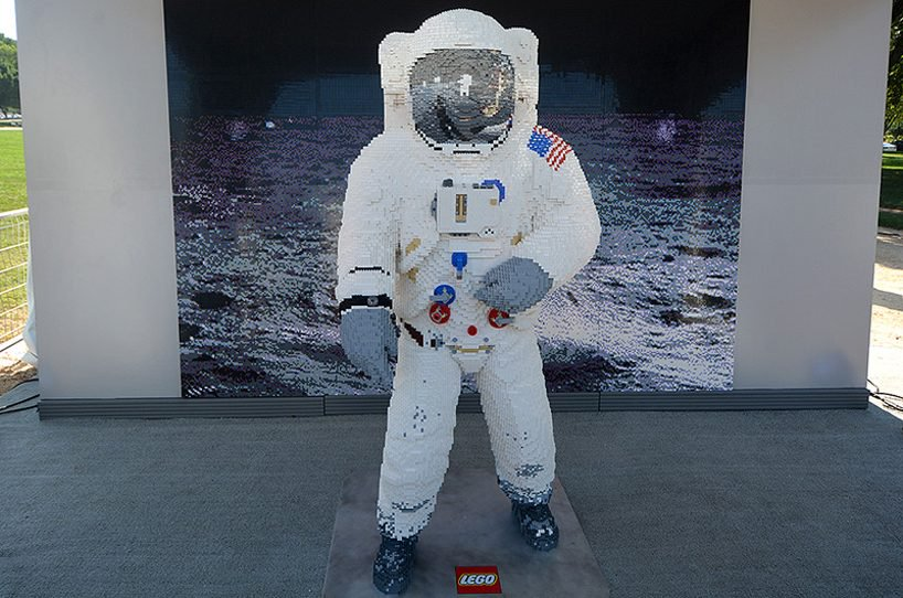 lego-spacesuit-apollo-50-festival.jpg